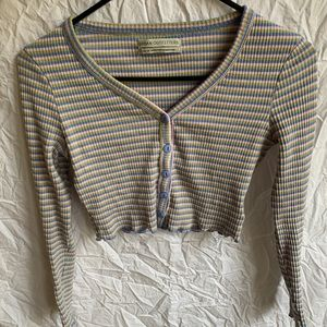 Fun stretchy urban outfitters cropped long sleeve